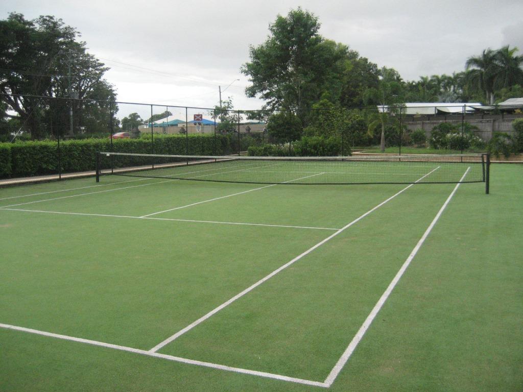 ケアンズのアパート テニスコート付き