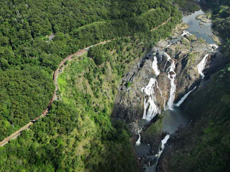 バロン滝とキュランダ列車